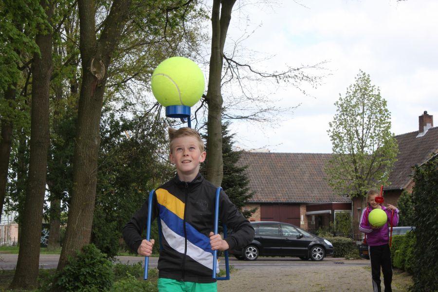 Ballopen voor kinderen , maar ook is het zeskamp spel ballopen voor volwassenen verkrijgbaar.
