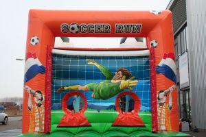 Stormbaan Voetbal-run; geschikt voor elk evenement. Nu te huur bij Attractieverhuur De Toren.