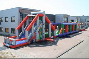 Mega survivalbaan xxl is voor ieder evenement inzetbaar, nu goedkoopst bij Attractieverhuur de Toren.