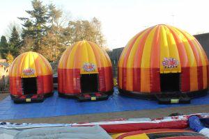 Springkussen disco; geschikt voor elk evenement. Nu te huur bij Attractieverhuur De Toren.