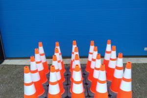 Veiligheidspion- verkeerspion of verkeerskegel maat 75 cm .