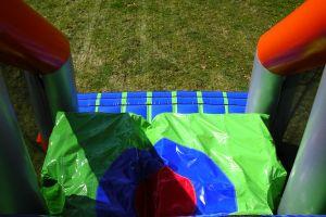 Draken-combi-stormbaan hierbij kun je mooiste sprong maken die je gewichteloos maakt.