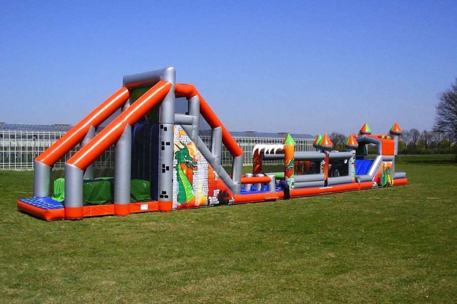 Hindernisbaan heeft een optie als stormbaan.Attractieverhuur De Toren verhuurt deze combi stormbaan.