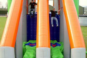Met Base jump dubbel heeft u dubbele capiciteit.Hier kunt u met 2 deelnemers gelijktijdig springen zonder dat je elkaar kunt raken.