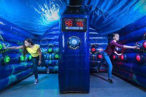 Competitie voor 2 personen , spannende wedstrijd IPS Arena.