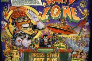 Wie haalt de hoogste score op deze mooie Flipperkast met het thema Party Zone?