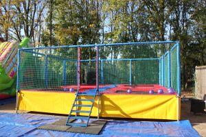 Multi trampoline in openstaande stand.