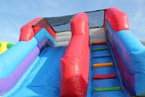luchtkussen Jungle Paradijs is een vervolg van luchtkussen jungle; nu goedkoop te huur bij Attractieverhuur de Toren.