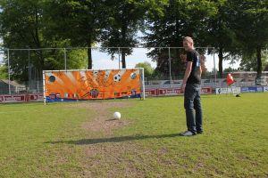 Voetbalspel !Attractieverhuur de Toren heeft doelkleed in zijn assortiment.