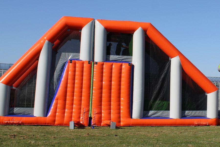 Stormbaan Duo Base Jump; geschikt voor elk evenement. Nu te huur bij Attractieverhuur De Toren.