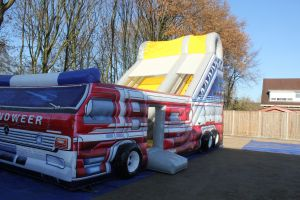 Brandweer attractie met glijbaan, attractie met thema brandweer.