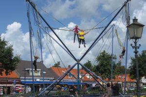 Bungee Trampoline met 4 verschillende trampolines, dit model is bij Attractieverhuur De Toren goedkoop te huur.