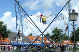 Bungee trampoline is de beste attractie voor ieder evenement ! Eerlijk advies bel attractieverhuur De Toren.