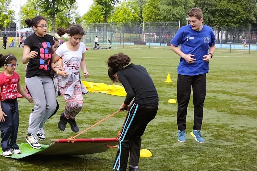 Vliegend tapijt zeskampspel in actie !