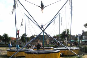 Trampolines zijn te huur;Model bungee trampoline en fun- multi trampoline.