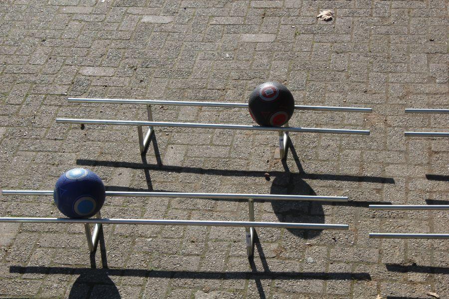 Doorgeef bal is een zeskamp en een sport en spel artikel.