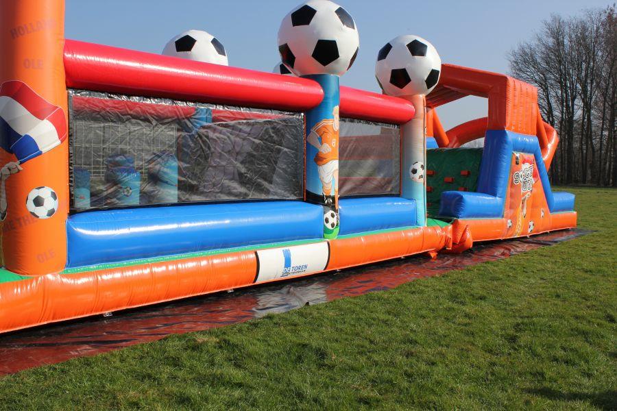 Stormbaan Voetbal-run heeft de uitstraling van een kwaliteits springkussen.