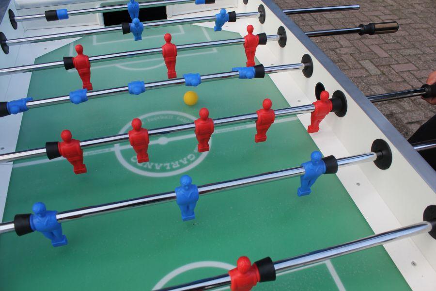 Tafelvoetbal als toernooi. Mooie wedstrijdtafel.