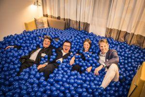 Ballenbak ballen zijn in hotel kamer gestort i.v.m bedrijfsfeest