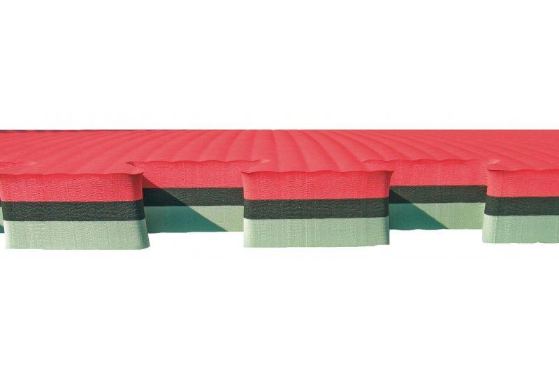 Deze matten hebben een dikte van 4cm. Hierdoor zijn ze ideaal voor het beveiligen van de in- en uitstap van Springkussens, Luchtkussens en Stormbanen.