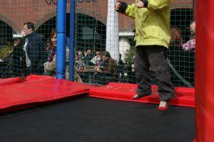 Multi trampoline huren?Dat doe je bij attractieverhuur de toren!