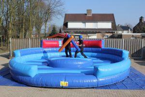 Gladiator luchtkussen inzetbaar bij ieder sport event. Nu te huur bij Attractieverhuur De Toren.