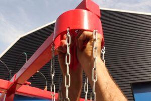Ballonnenspel; de ballon word vast gemaakt met speciale ballonnenhouder.