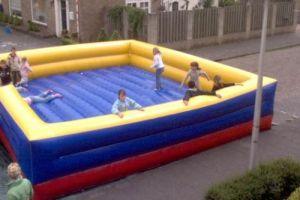Springkussen xxl als er veel kinderen zijn die gelijktijdig willen springen.
