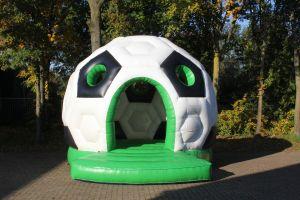 Springkussen verhuur op voetbal thema.Meer voetbalthema bij Attractieverhuur De Toren.